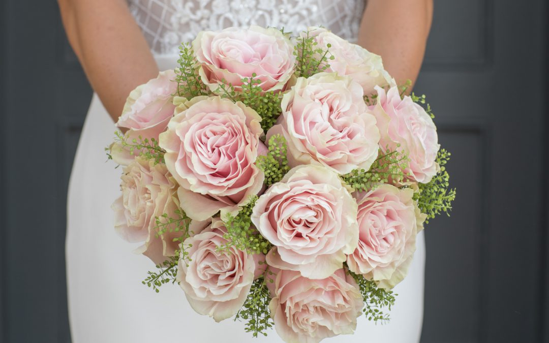 TOP TIPS ON CHOOSING YOUR WEDDING FLOWERS